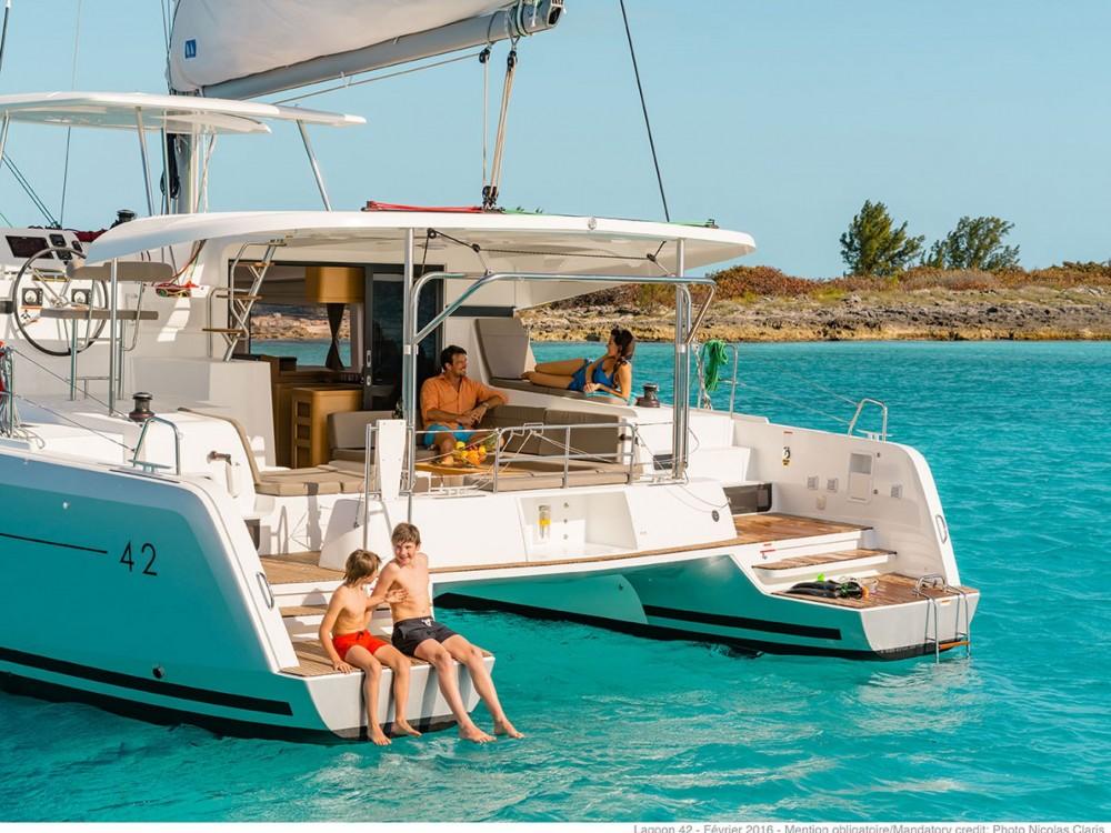 Alquiler de barcos Le Marin barato de Lagoon 42