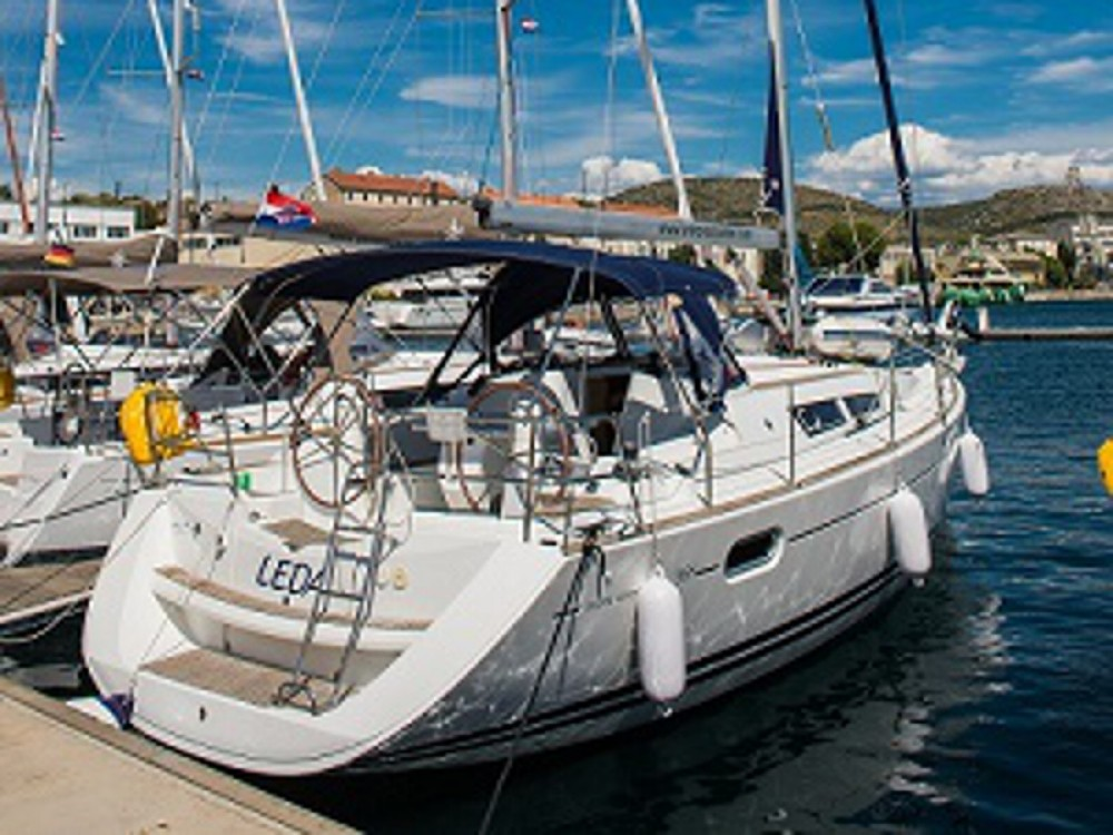 Jeanneau Sun Odyssey 39i entre particulares y profesional Šibenik