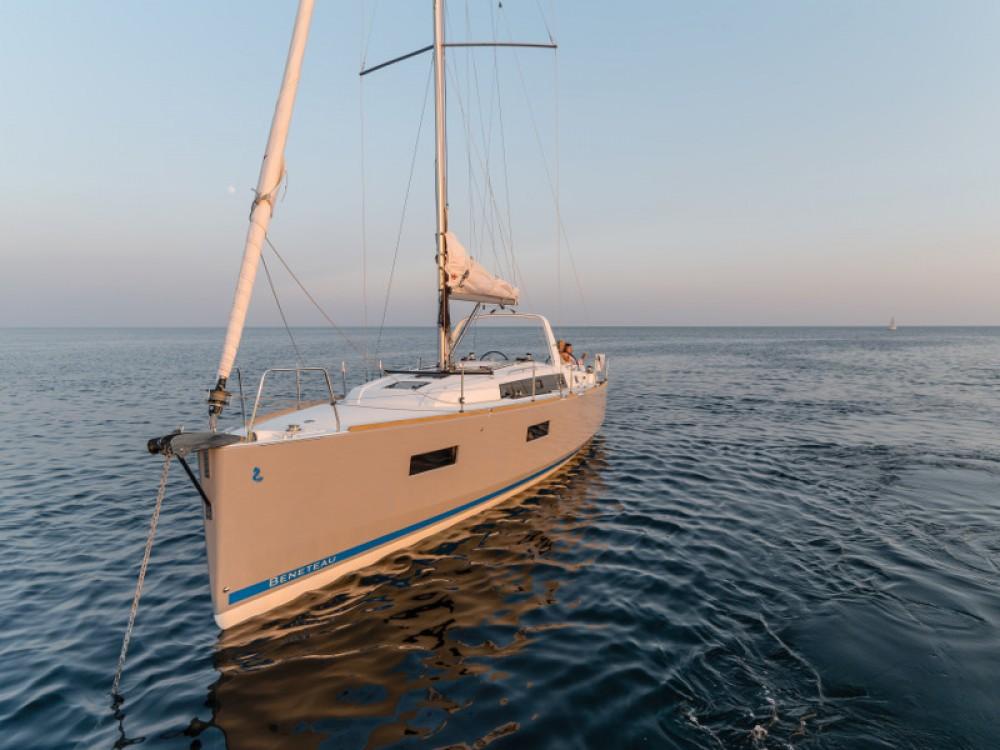 Alquiler de Bénéteau Oceanis 38 en Šibenik