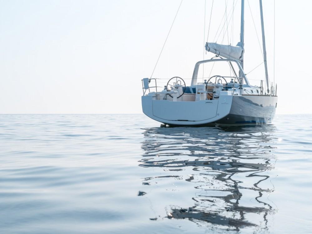 Bénéteau Oceanis 38 entre particulares y profesional Šibenik