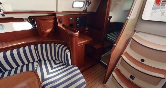 Alquiler de barcos Betina barato de Oceanis 411