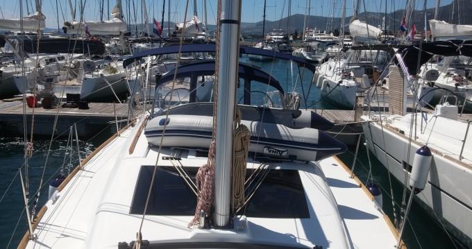 Alquiler de barcos Kaštel Gomilica barato de Dufour 382 Grand Large