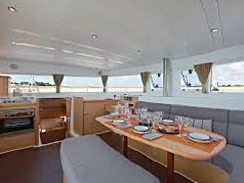 Alquiler de barcos Lefkas Marina barato de Lagoon 421