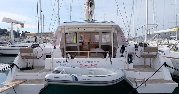 Alquiler de Catamarán, con o sin patrón Nautitech Trogir