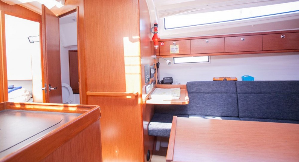 Alquiler de Bavaria Bavaria Cruiser 37 en Dubrovnik