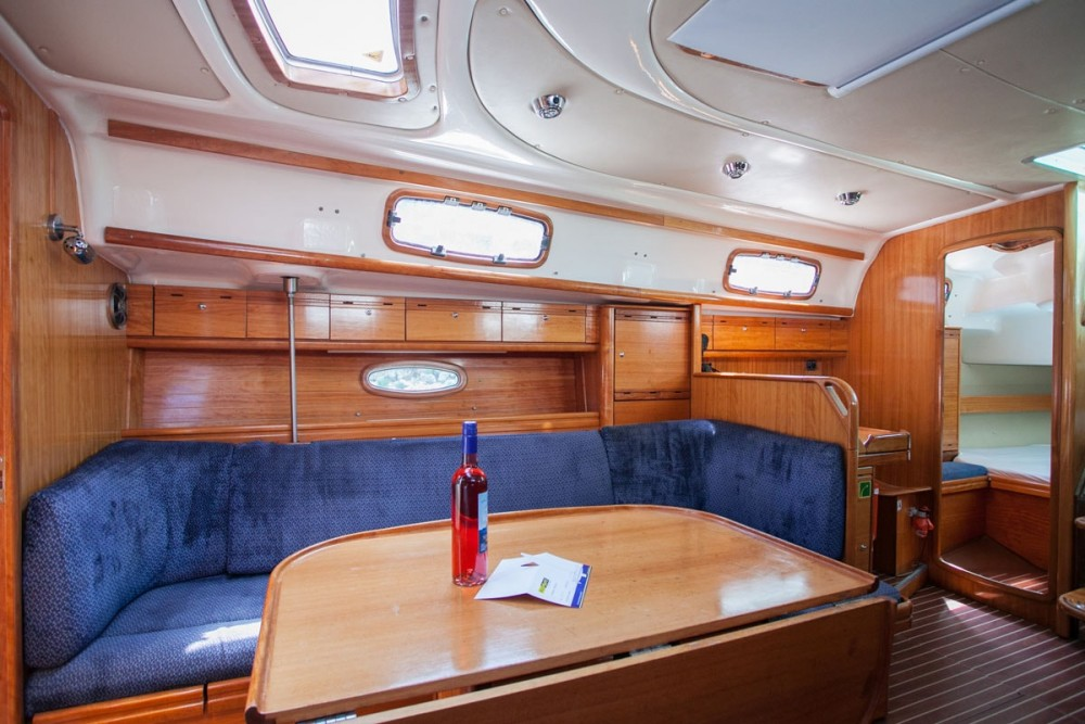 Alquiler de Bavaria Bavaria 37 Cruiser en