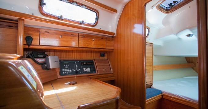 Alquiler de barcos Komolac barato de Bavaria 37 Cruiser