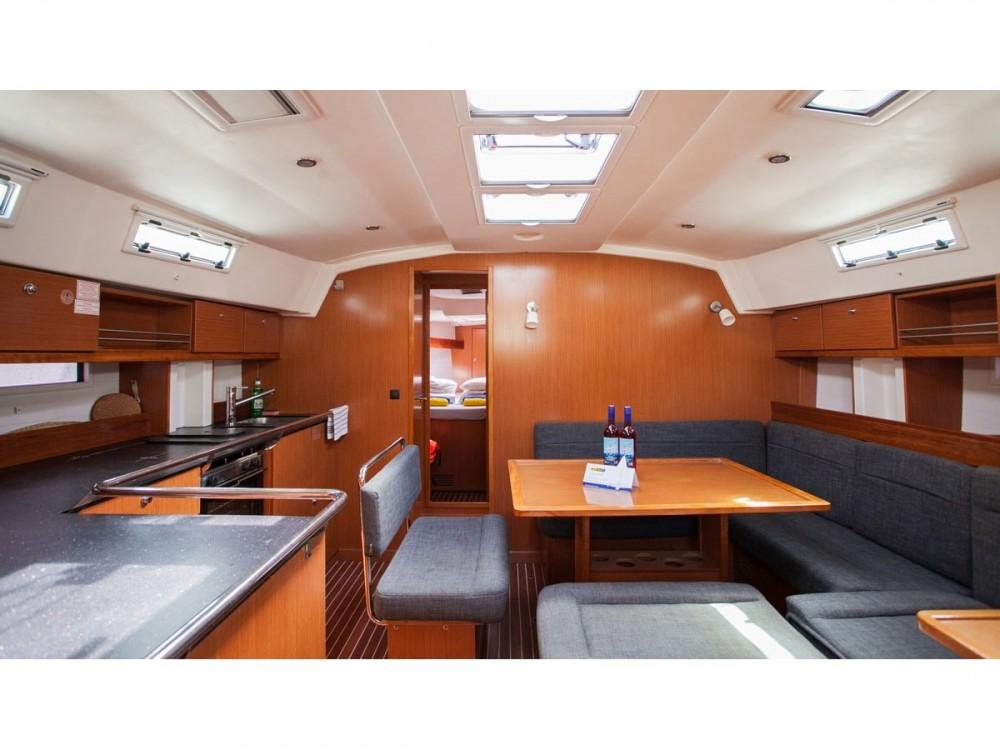 Alquiler de barcos Trogir barato de Bavaria Cruiser 45