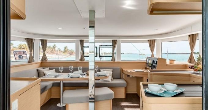 Catamarán para alquilar Porto Pozzo al mejor precio
