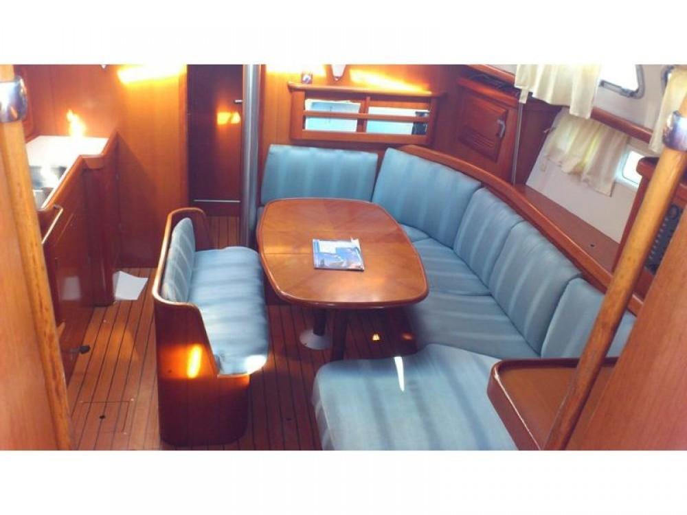 Alquiler de barcos Furnari barato de Oceanis 423 Exclusive
