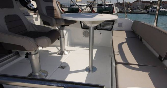 Alquiler de yate Trogir - Jeanneau Jeanneau Cap Camarat 5.5WA S2 en SamBoat
