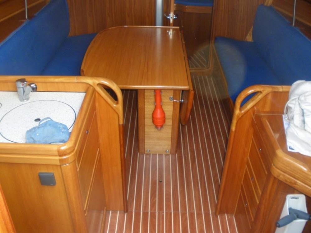 Alquiler de barcos Marina de Alimos barato de Bavaria 31