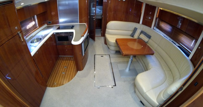 Alquiler Lancha Fairline con título de navegación