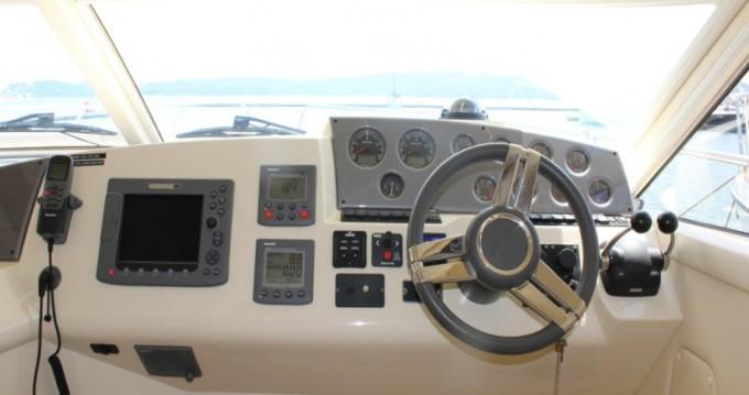 Alquiler de yate Donji Seget - Sealine Sealine F42-5 Fly en SamBoat