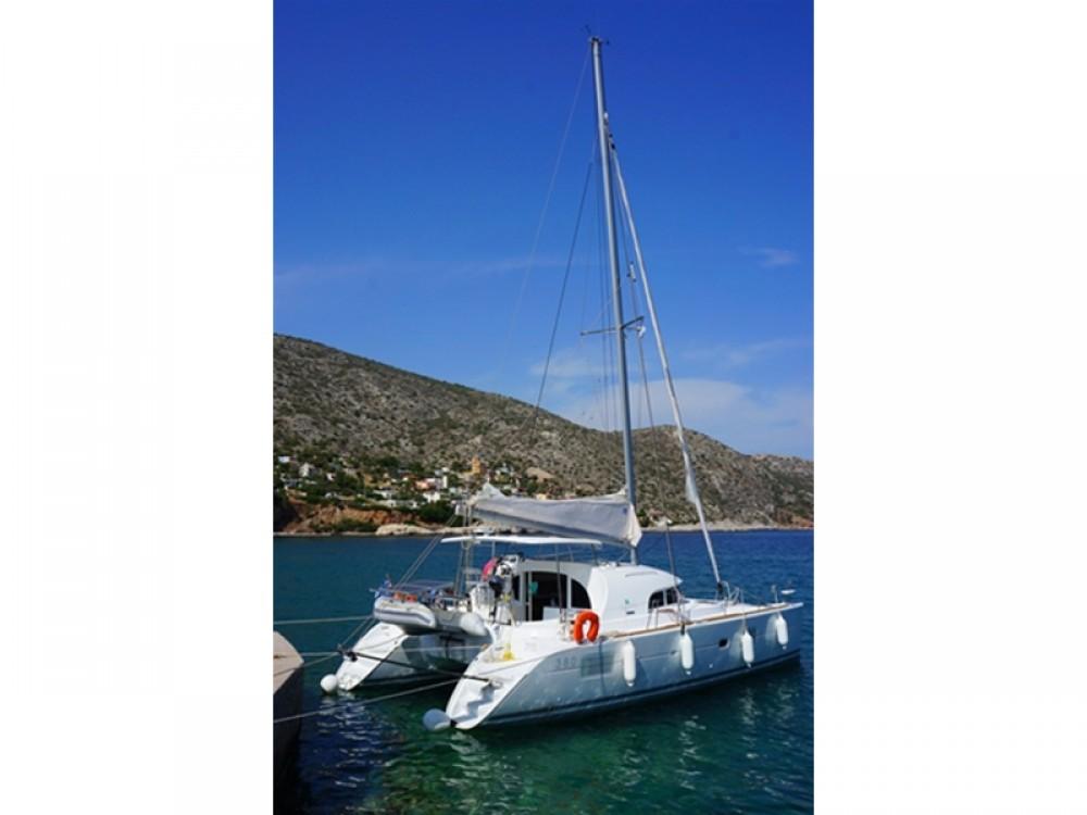 Catamarán para alquilar Marina de Alimos al mejor precio