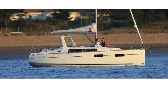 Alquiler de barcos Bocca di Magra barato de Oceanis 35