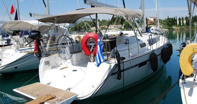 Alquiler de Bavaria Cruiser 37 en Gouviá