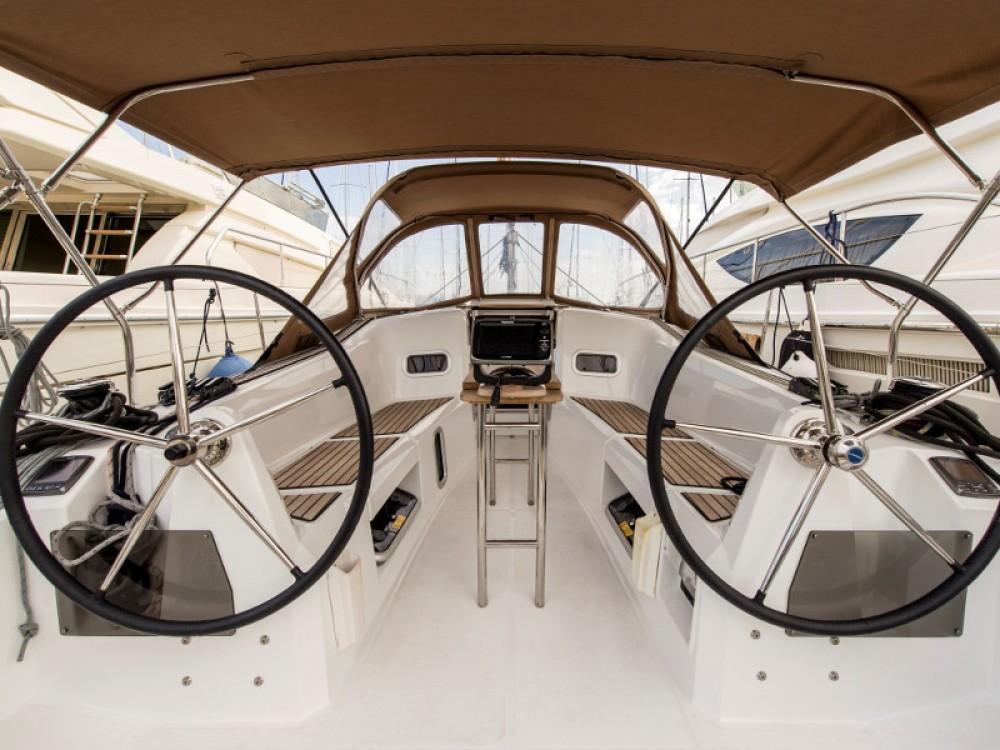 Jeanneau Sun Odyssey 349 entre particulares y profesional Marina de Alimos