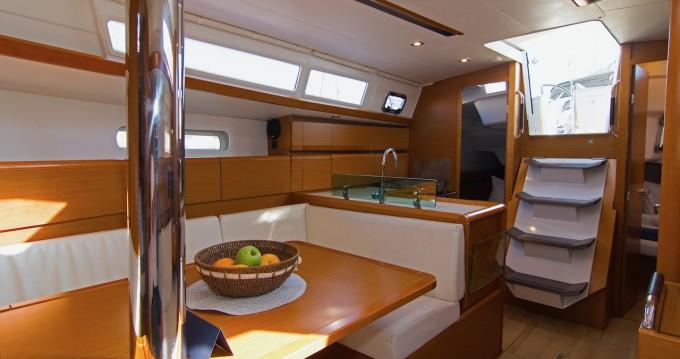 Alquiler de barcos Jeanneau Sun Odyssey 389 enSplit en Samboat