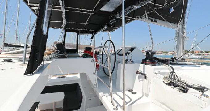 Alquiler de barcos Sukošan barato de Lagoon 450 F