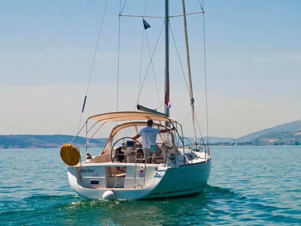 Alquiler de barcos Bénéteau Oceanis 37 enSukošan en Samboat