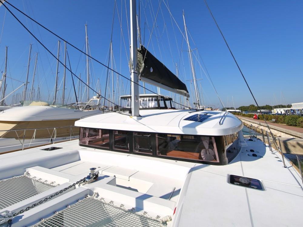 Alquiler de Catamarán, con o sin patrón Lagoon Sukošan