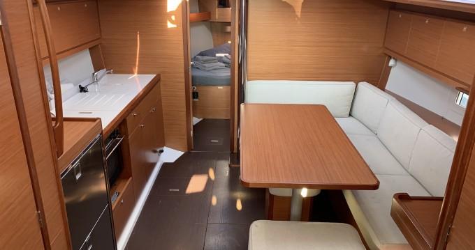 Alquiler de barcos Lávrio barato de Dufour 390 Grand Large
