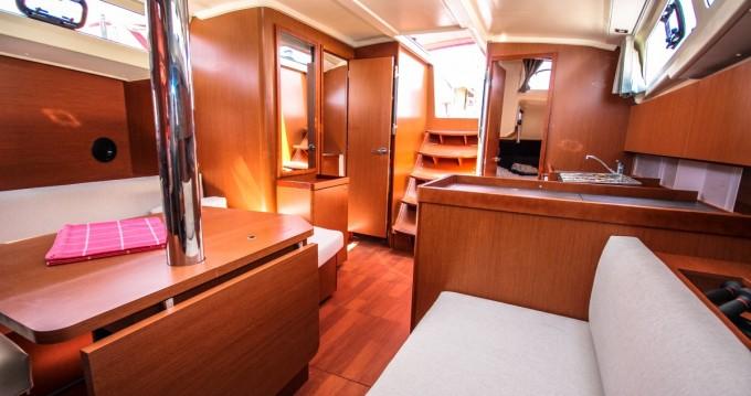 Alquiler de barcos Bénéteau Oceanis 41.1 enPomer en Samboat