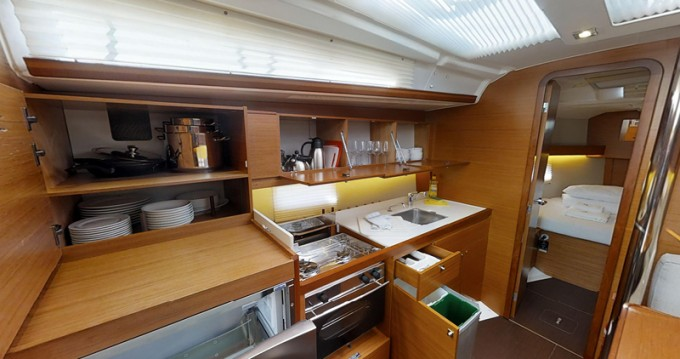 Alquiler de barcos Kaštel Gomilica barato de Dufour 390 Grand Large