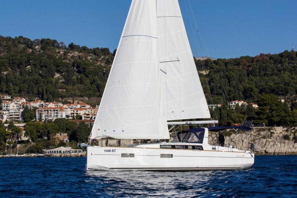 Alquiler de yate  - Bénéteau Beneteau Oceanis 38 en SamBoat