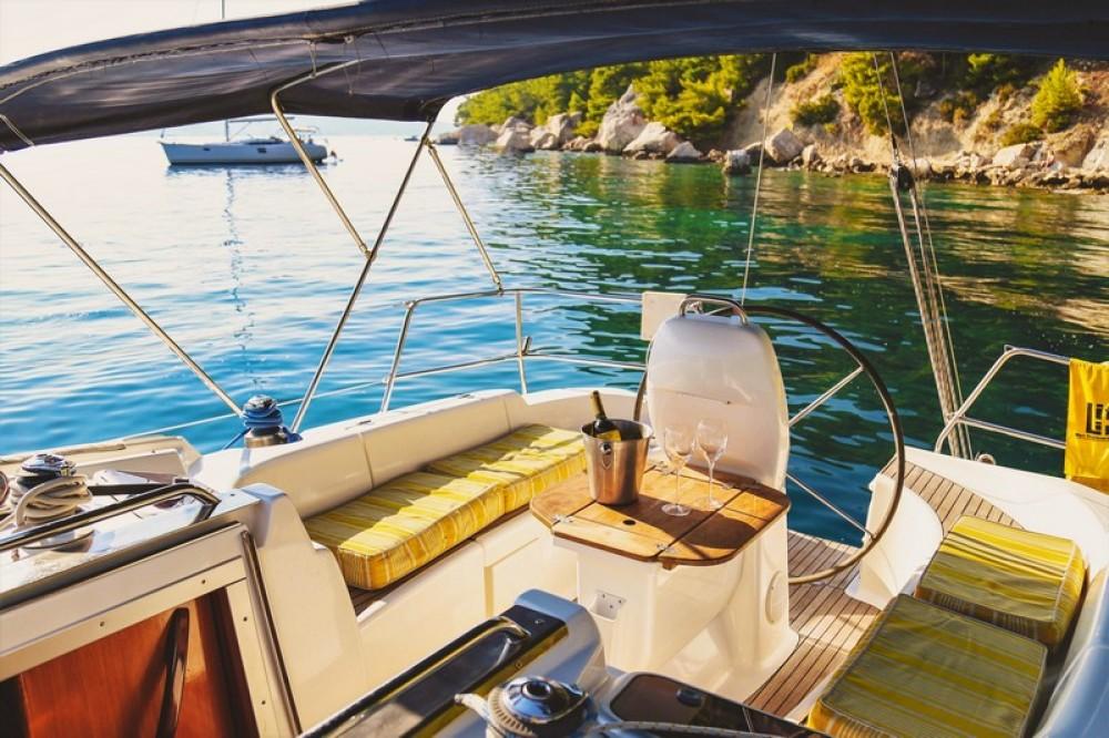 Alquiler de yate ACI Marina Split - Bavaria Bavaria 37 Cruiser en SamBoat