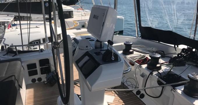 Alquiler de barcos Portisco barato de Lagoon 52 F