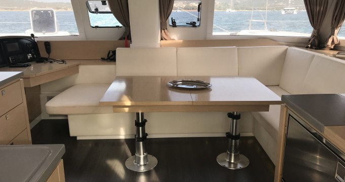 Alquiler de barcos Portisco barato de Helia 44