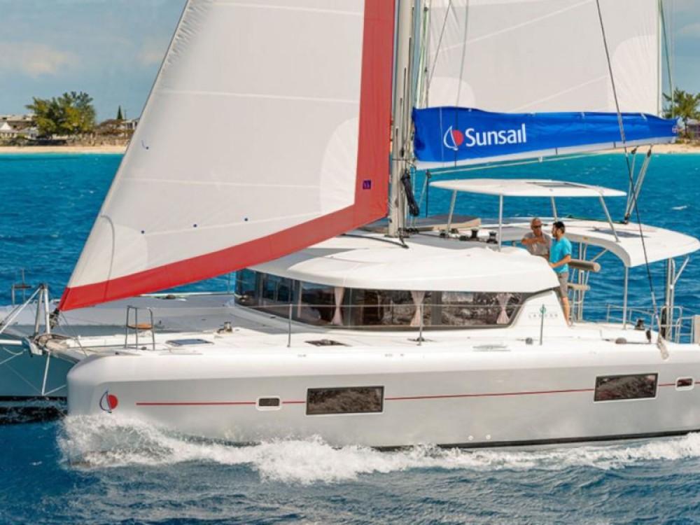 Alquiler Catamarán en Marina Gouvia - Lagoon Sunsail 424