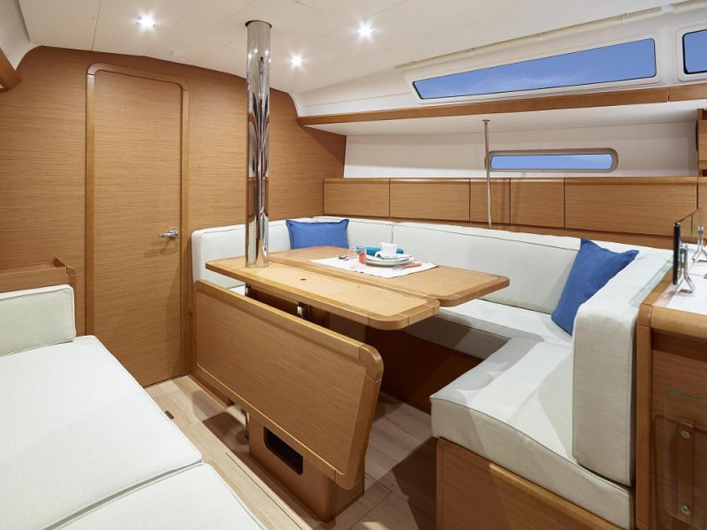 Alquiler de barcos ACI Marina Dubrovnik barato de Sunsail 38