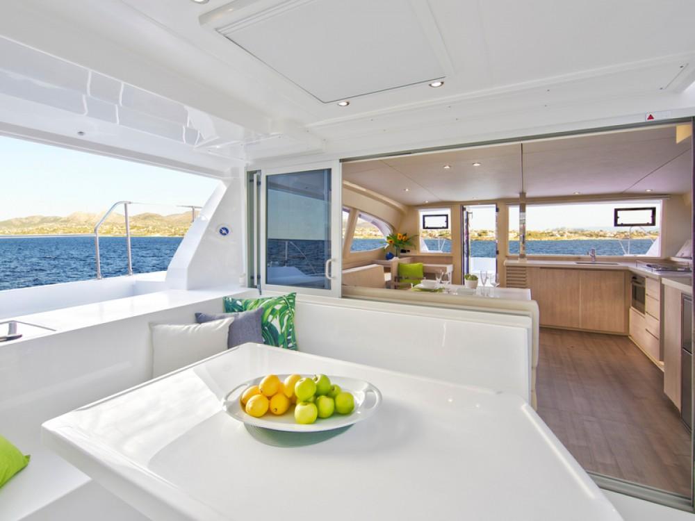 Catamarán para alquilar Port Louis Marina al mejor precio