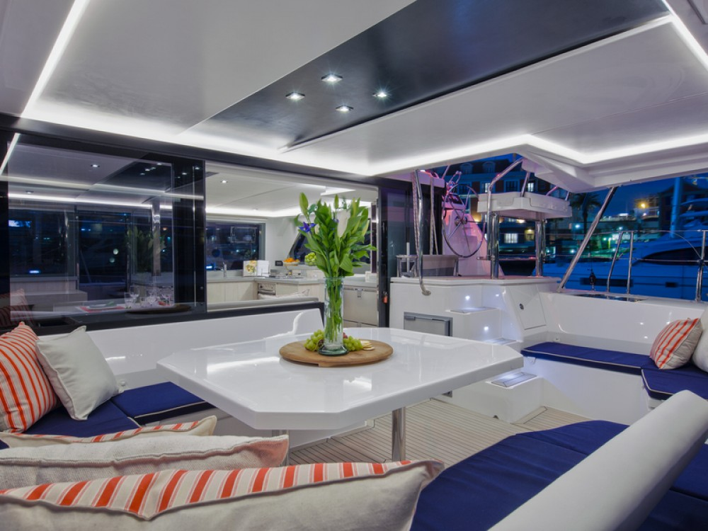 Leopard Sunsail 454 entre particulares y profesional Marina