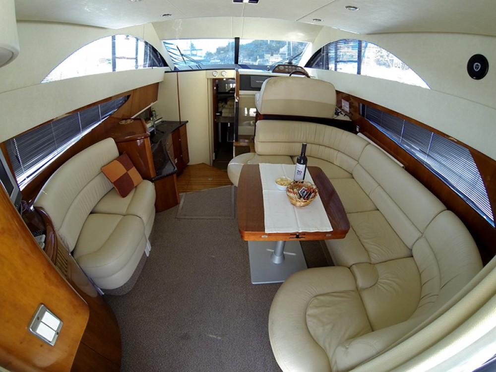Alquiler de barcos Šibenik barato de Fairline Phantom 40