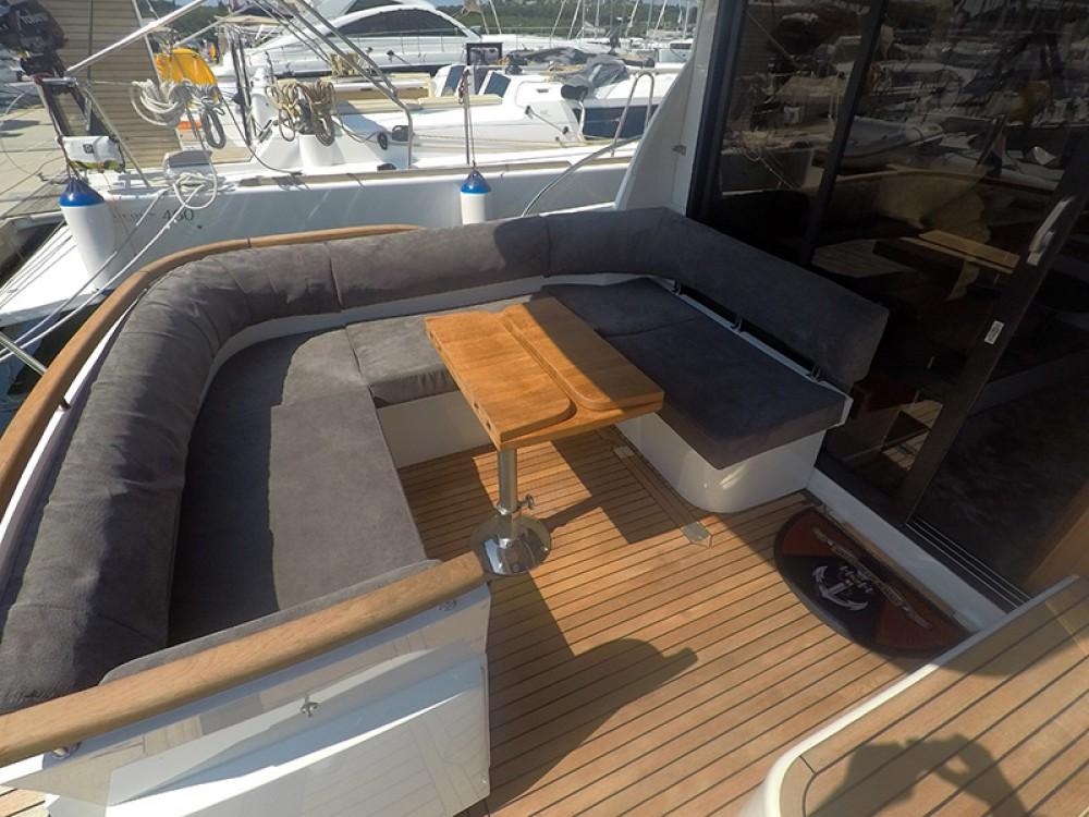 Alquiler Lancha Marex con título de navegación