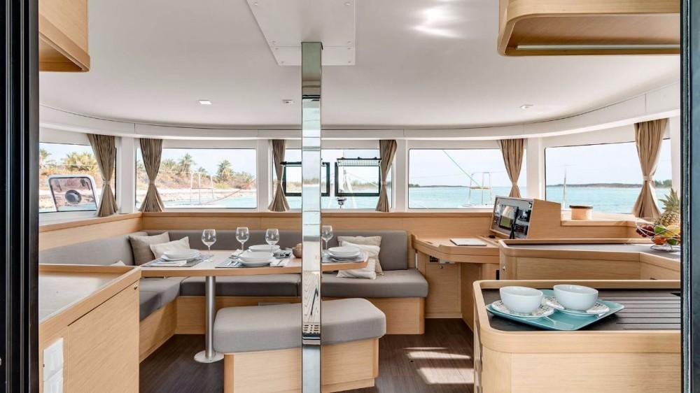 Alquiler de barcos Peloponnese barato de Lagoon 42