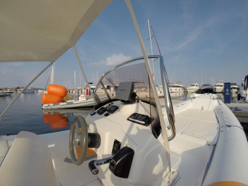 Alquiler Neumática en Croacia - Bat BAT 745 FB