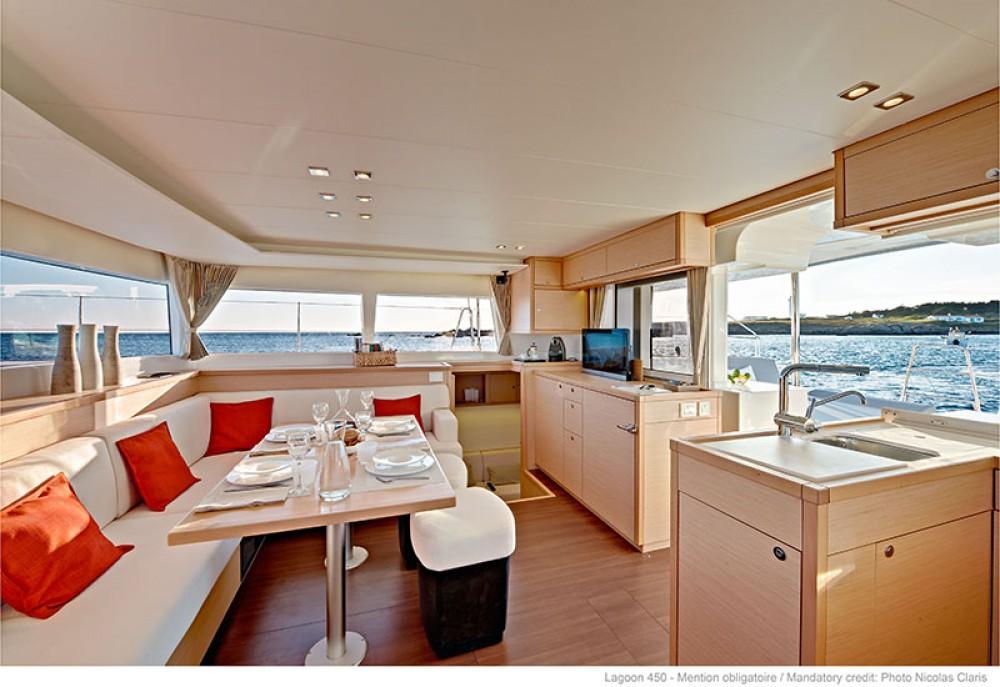 Catamarán para alquilar Peloponnese al mejor precio