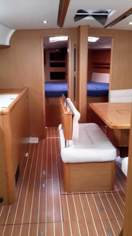 Jeanneau Sun Odyssey 44i entre particulares y profesional Peloponnese