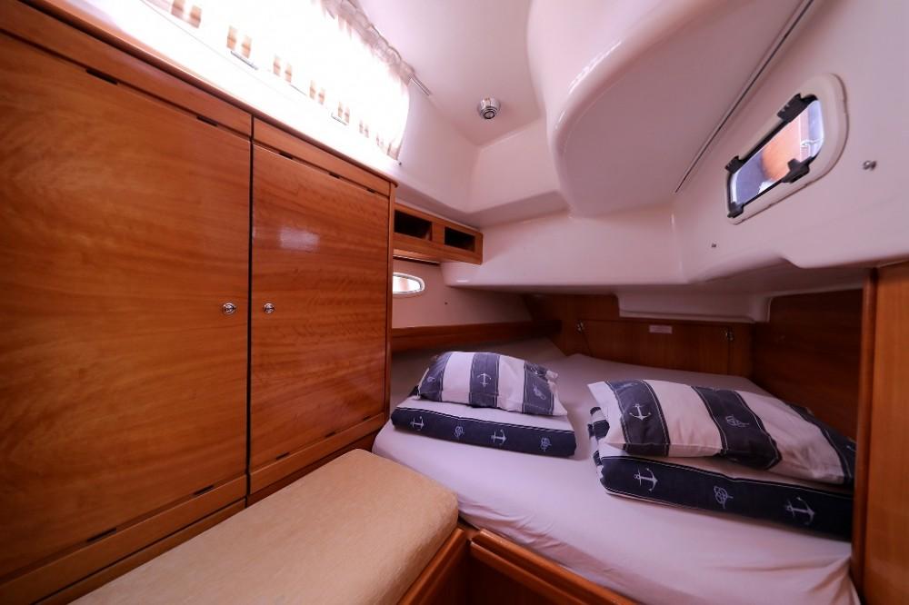 Bavaria Cruiser 46 entre particulares y profesional Šibenik
