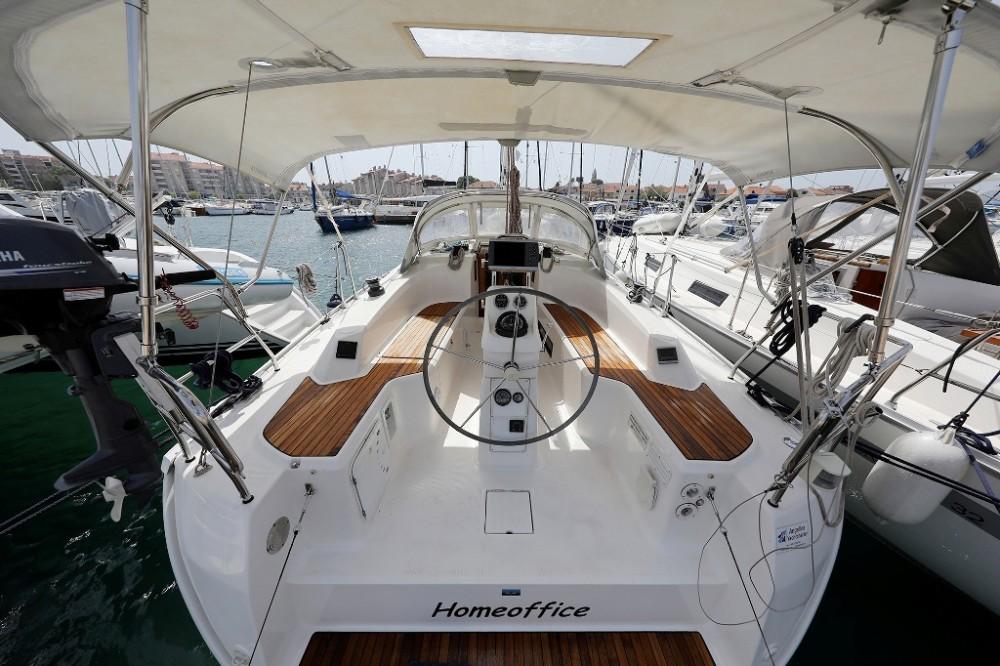 Alquiler de yate Marina Šangulin - Bavaria Cruiser 33 en SamBoat