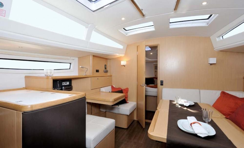 Alquiler de yate Marina Šangulin - Bavaria Cruiser 37 en SamBoat