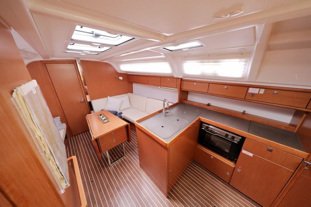 Bavaria Cruiser 37 entre particulares y profesional Marina Šangulin