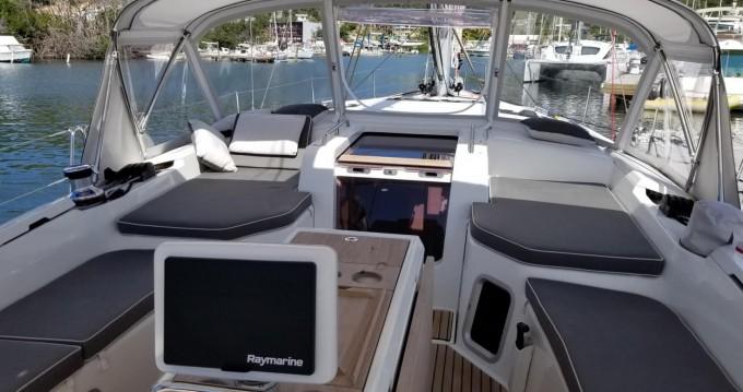 Alquiler de barcos Newport barato de Jeanneau 51