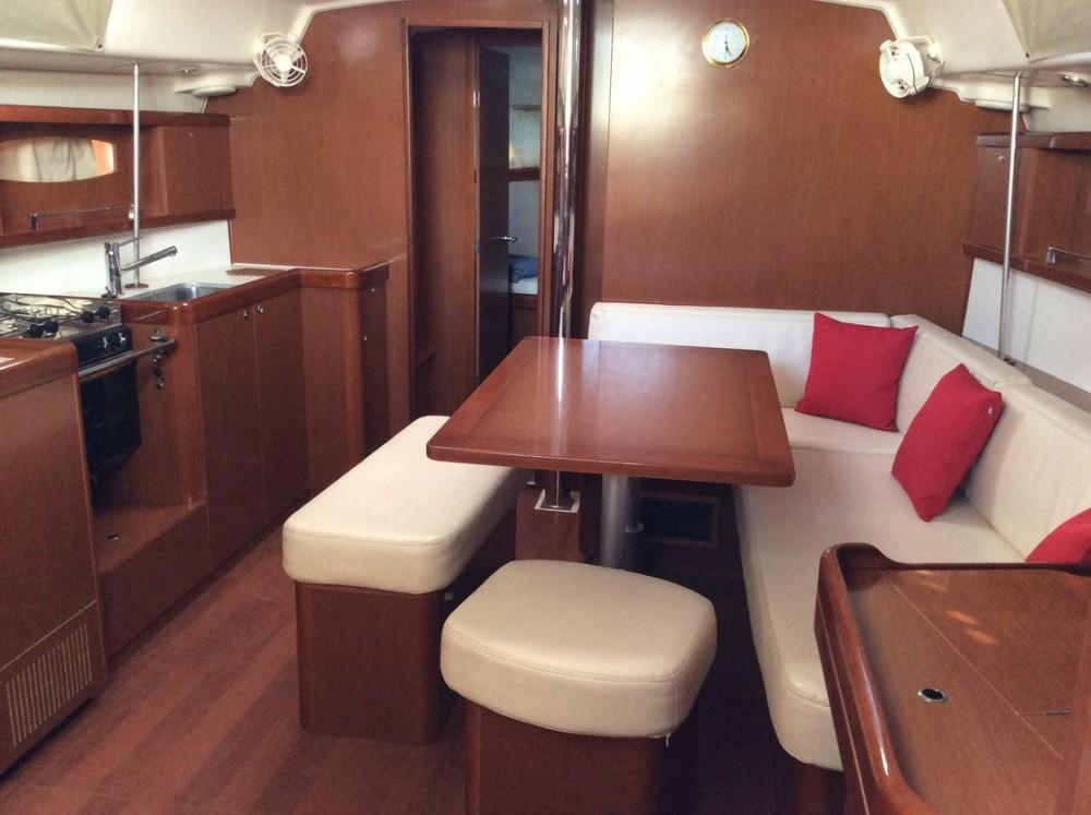 Bénéteau Oceanis 43 entre particulares y profesional Peloponnese