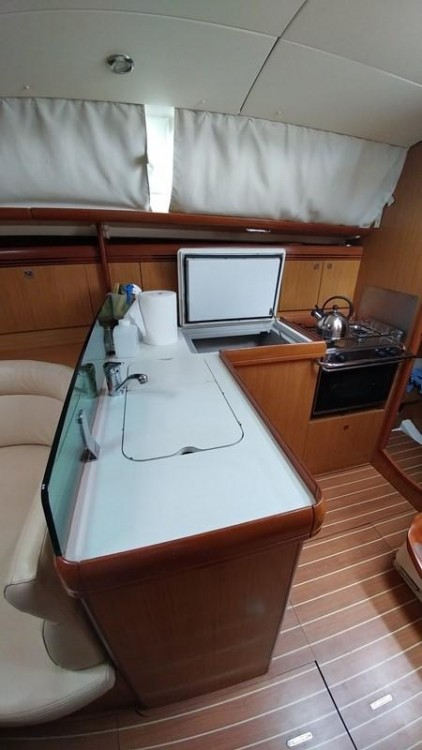 Jeanneau Sun Odyssey 36i entre particulares y profesional Peloponnese